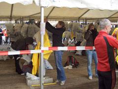 Helfer in den Zelten beim Berliner Halbmarathon