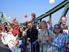 Zuschauer auf der Glienicker Brücke