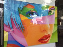 Modernes Gemälde im Schaufenster