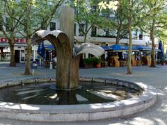 Adenauerplatz mit Brunnenplastik