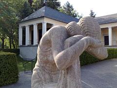 Statue am Friedhof Wilmersdorf
