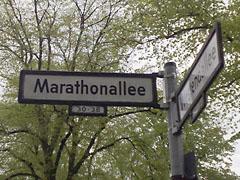 Straßenschild Marathonallee