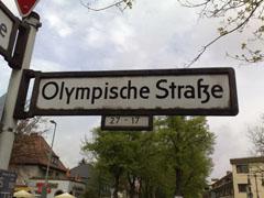 Straßenschild Olympische Straße