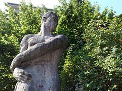 Skulptur an der Knobelsdorffstraße