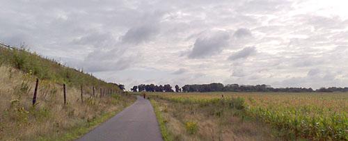Weg entlang der B101 nach Marienfelde