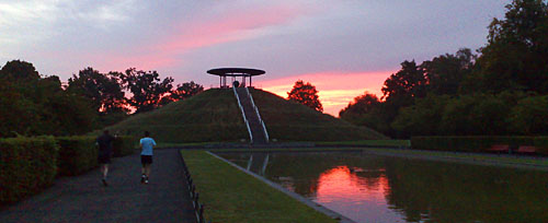 Sonnenaufgang über dem Lilienthal-Denkmal