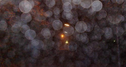 Laufen im Dunkeln bei hoher Luftfeuchtigkeit (mit Blitz)