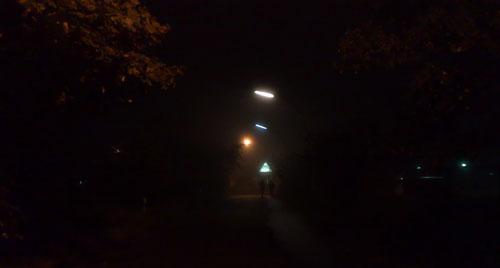Laufen im Dunkeln bei hoher Luftfeuchtigkeit (ohne Blitz)