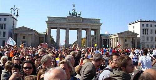 Brandenburger Tor mit Zuschauern