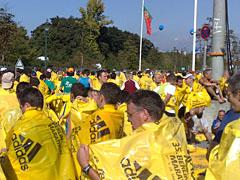 Läufer mit gelben Planen