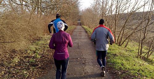 Läufer auf Feldweg bei Kleinbeeren