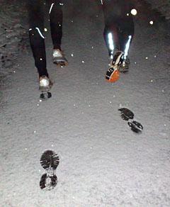 Läufer hinterlassen Spuren im Schnee