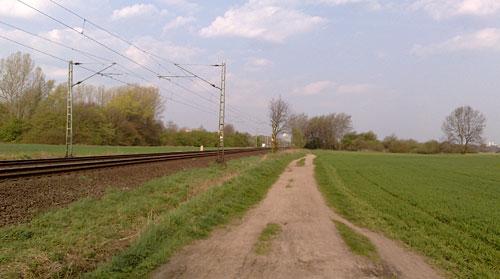 Pfad an den Bahngleisen