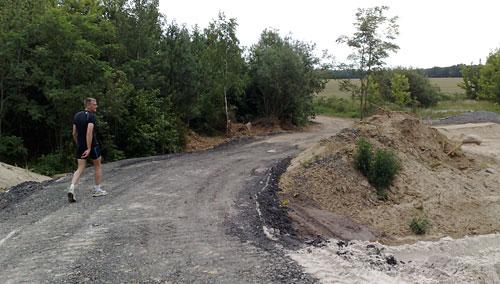 Provisorischer Weg über die Baustelle