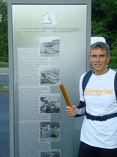 Staffel-Läufer am Grenzübergang Sonnenallee