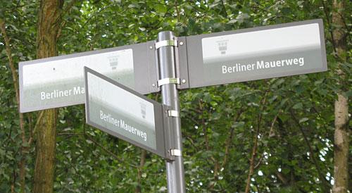 Mauerweg-Schilder
