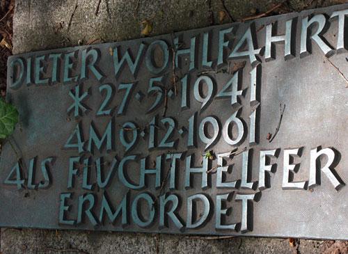 Gedenkplakette an Dieter Wohlfahrt