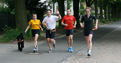 Ankunft der Läufer der Etappe 10