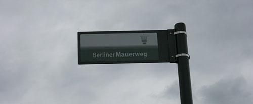 Mauerweg-Schild