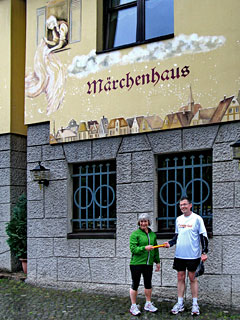 Vor dem Märchenhaus