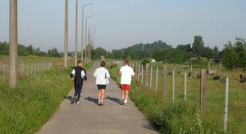 Läufer-Team auf dem Mauerweg