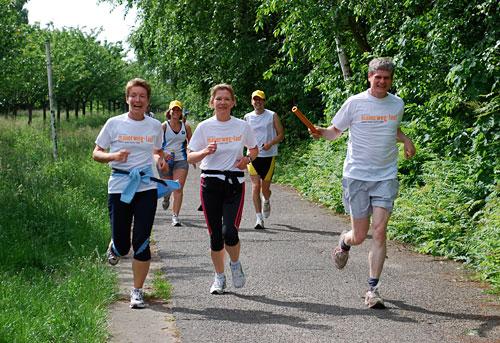 Etappen-Zieleinlauf Läufer-Team 5