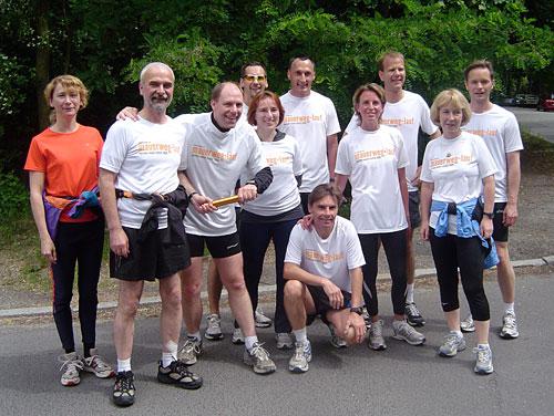 Staffelstab-Übergabe von Team 7 an Läufer-Team 8