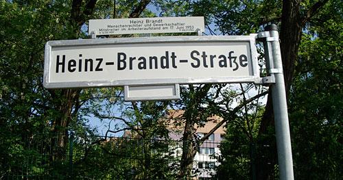 Straßenschild Heinz-Brandt-Straße