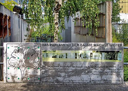 Parlament der Bäume gegen Krieg und Gewalt