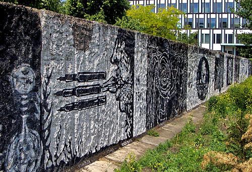 Mauer-Segmente des Wargin-Denkmals