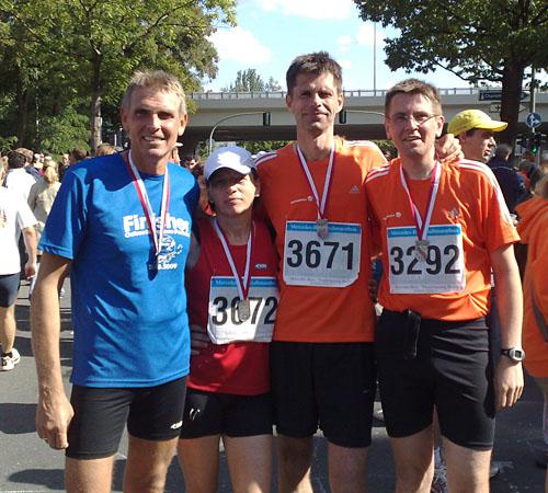 Läufer-Gruppenbild im Ziel
