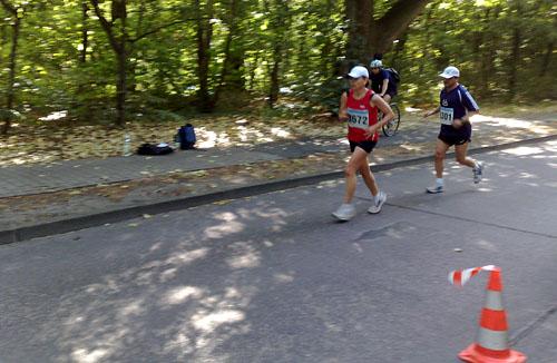 Läuferin auf Pendelstrecke