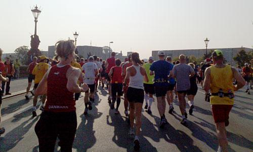 Marathon-Läufer bei Kilometer 7
