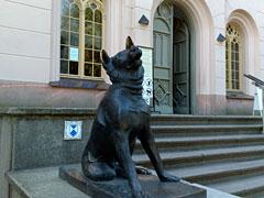 Hunde-Skulptur
