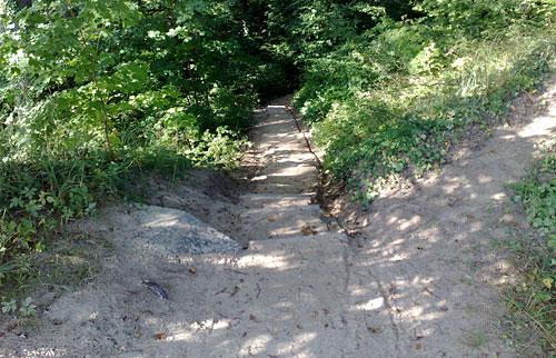 Steile Stufen auf dem Hochuferweg