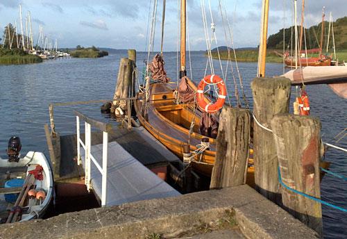Schiffe mit Ausblick auf die Bucht Having