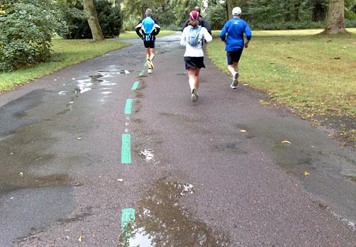 Läufer auf Parkweg