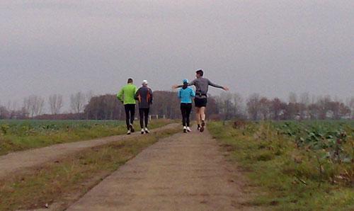 Läufer zwischen den Feldern