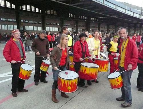 Samba-Band auf dem Flughafen Tempelhof