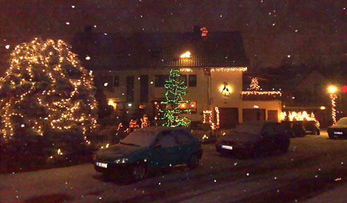 Haus mit Weihnachtsbeleuchtung