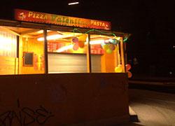 Pizzastand im Licht
