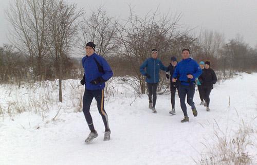 Läufer-Gruppe im Schnee
