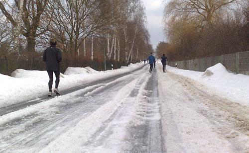 Diedersdorfer Weg mit Eiskrusten