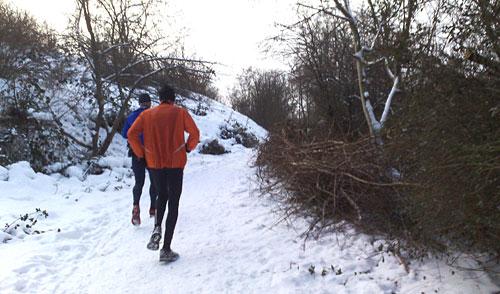 Läufer am Anstieg zum Freizeitpark