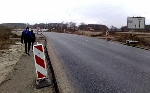 Läufer an neu erbauter Straße