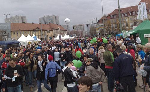 Zuschauer im Zielgebiet beim Berlin Halbmarathon