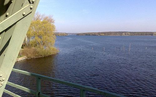 Blick von der Glienicker Brücke auf das Wasser