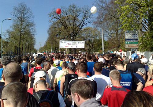 Läufer-Feld vor dem Start