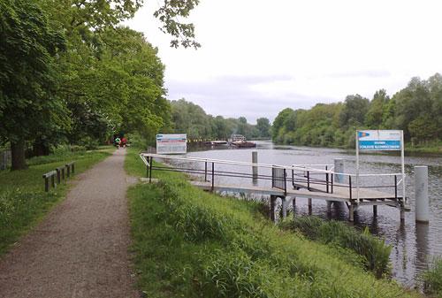 Läufer am Kanal
