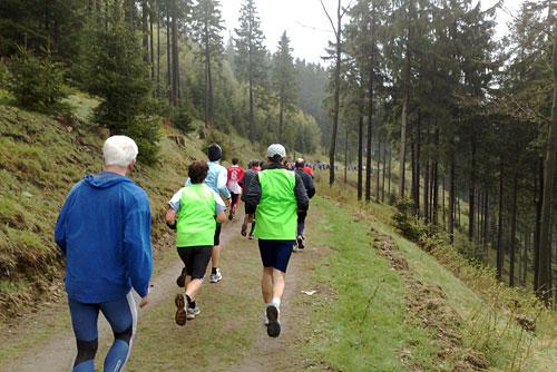 Läufer laufen bergab